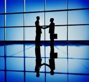 Концепция корпоративного бизнеса контракта Handshaking бизнесменов стоковое изображение