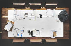 Концепция космоса экземпляра таблицы встречи конференции комнаты правления работая стоковая фотография rf