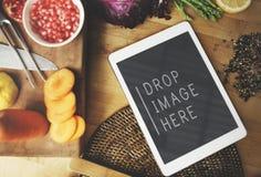 Концепция космоса экземпляра Vegan еды кухни таблетки цифров Стоковая Фотография
