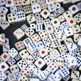 концепция кости для делового риска, шанса, удачи или играть в азартные игры Стоковое Изображение