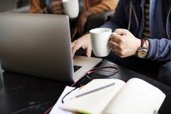 Концепция кофейни бизнесмена работая занятая Стоковая Фотография RF
