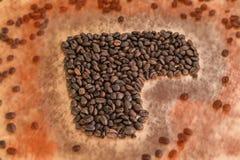 Концепция кофе - запачкайте кофейные зерна сердца и блестящий красный цвет Стоковое фото RF