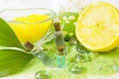 Концепция курорта с зеленой солью для принятия ванны Стоковые Изображения RF