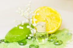 Концепция курорта с зеленой солью для принятия ванны Стоковая Фотография