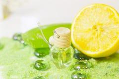 Концепция курорта с зеленой солью для принятия ванны Стоковое Изображение