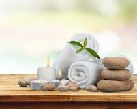 Концепция курорта с камнями и полотенцами базальта Дзэн стоковые фото