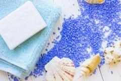 концепция курорта с солью для принятия ванны лаванды стоковые фотографии rf