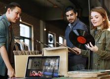 Концепция классики старой школы музыки магазина показателя винила ходя по магазинам Стоковое фото RF