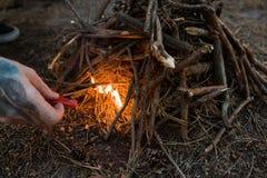 Концепция леса природы туризма подготовки костра Стоковая Фотография