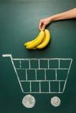 Концепция магазинной тележкаи посещения магазина бакалеи Стоковые Изображения RF