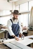 Концепция мастерской ремесленничества мастера плотника деревянная стоковое изображение