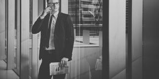 Концепция менеджера телефона бизнесмена работая говоря Стоковая Фотография RF