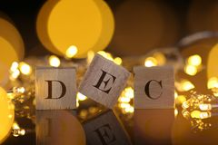 Концепция месяца, вид спереди показывает деревянный блок написанный декабрь с li Стоковое Изображение