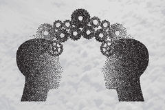 Концепция мозга бушуя, знание деля к людям возглавляет Стоковое фото RF