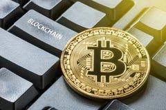 Концепция монетки и blockchain бита Стоковое фото RF