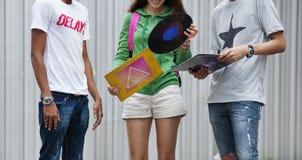 Концепция молодежной культуры деятельности при единения приятельства людей Стоковое фото RF