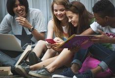 Концепция молодежной культуры деятельности при единения приятельства людей Стоковые Фотографии RF