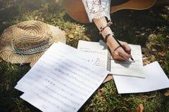 Концепция музыкального инструмента гитары творческих способностей мелодии писателя песни Стоковые Фотографии RF