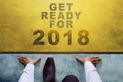 Концепция на 2018 год, взгляд сверху бизнесмена на линии старта, Re Стоковые Изображения RF