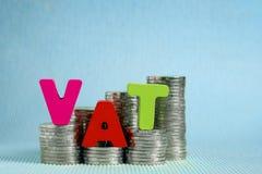 Концепция НДС (налога на добавленную стоимость) Алфавит НДС слова сделанный от древесины Стоковое фото RF