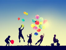 Концепция невиновности воображения счастья свободы детей группы Стоковая Фотография