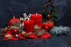 Концепция Нового Года символов Нового Года на красной салфетке на каменной предпосылке Стоковое Фото