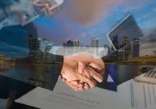 Концепция ночи Сингапура городского пейзажа панорамная Стоковое фото RF