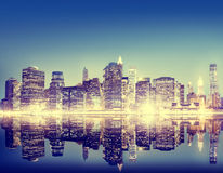Концепция Нью-Йорка ночи небоскреба здания панорамная Стоковые Фотографии RF