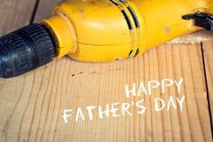 Концепция дня отцов, электрическая хорошо используемая электрическая дрель, конец вверх Стоковое фото RF
