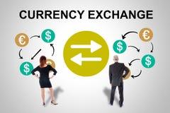 Концепция обмена валюты наблюдаемая бизнесменами стоковое фото rf