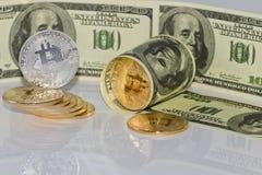 Концепция: обмен cryptocurrencies для реальных денег, turni стоковая фотография rf