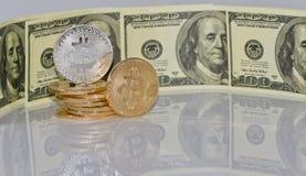 Концепция: обмен cryptocurrencies для реальных денег, turni стоковое фото rf