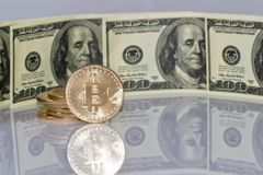 Концепция: обмен cryptocurrencies для реальных денег, turni стоковая фотография