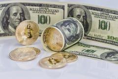 Концепция: обмен cryptocurrencies для реальных денег, turni стоковое фото
