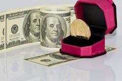 Концепция: обмен cryptocurrencies для реальных денег, turni стоковые фотографии rf