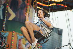 Концепция образа жизни наслаждения друзей парка атракционов Стоковое Фото