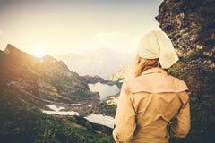 Концепция образа жизни перемещения путешественника женщины trekking Стоковые Изображения RF