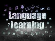 Концепция образования: Изучение языка в комнате grunge темной Стоковое Изображение RF