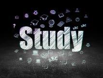 Концепция образования: Исследование в комнате grunge темной Стоковое фото RF