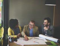 Концепция обсуждения встречи дизайн-проекта архитектора стоковые изображения rf