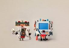 Концепция обслуживания починки обслуживания роботов Разнорабочий разводного гаечного ключа ключа руки Робототехнический компьютер Стоковые Фото