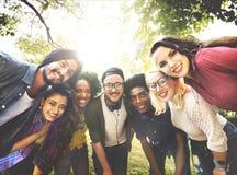Концепция общины команды приятельства друзей разнообразия стоковое изображение rf