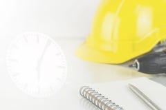 Концепция ограничения срока строительства с инструментами стоковые фото