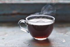 Концепция: одиночество полюбите, госпожа Вы, неясное изображение, чашка чаю, силл окна, открытый космос для текста скопируйте кос Стоковое фото RF