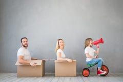 Концепция дома дня семьи новая домашняя Moving стоковое фото rf