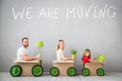Концепция дома дня семьи новая домашняя Moving стоковая фотография