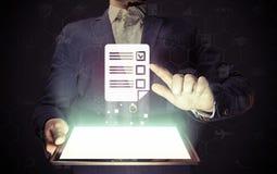 Концепция онлайн испытания стоковые изображения rf