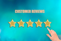 Концепция опыта клиента, самые лучшие превосходные обслуживания классифицируя для настоящего момента соответствия вручную клиента стоковые фото