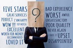 Концепция опыта клиента, счастливый клиент бизнесмена с поисками стоковое фото rf