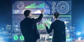 Концепция партнерства и сотрудничества при люди используя виртуальный интерфейс Стоковые Изображения RF